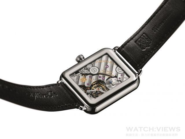 Swiss Alp Watch S所搭載的HMC 324手上鍊機芯,其所有齒輪和小齒輪均採Moser輪齒,可換式Moser擒縱機構,原創施特拉曼游絲(Straumann Hairspring®),具穩定的寶璣雙層游絲,純金擒縱叉和擒縱輪,機芯和零件均為手工打磨和修飾。