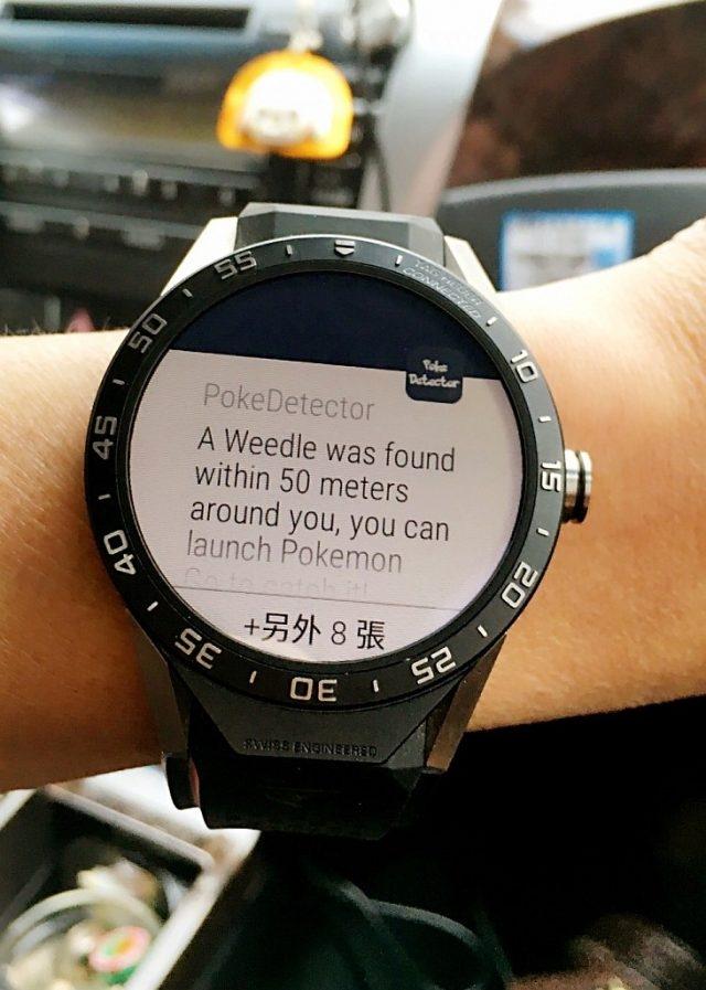 將Connected Watch與智慧型手機配對,透過遊戲對應偵測App,螢幕會提供寶可夢精靈接近的資訊(圖為iPhone手機配對)。