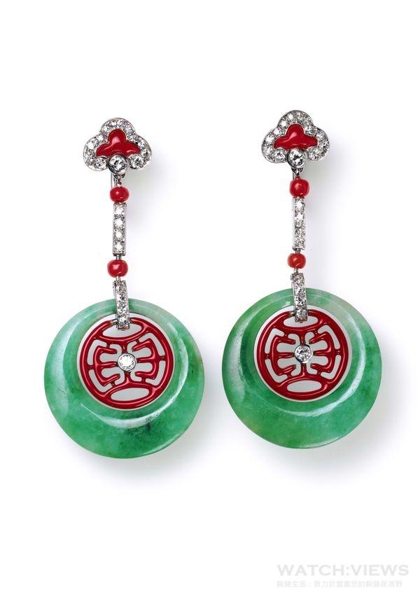 卡地亞典藏系列─墜飾耳環,卡地亞1926年製,由白金,鑽石,玉石,珊瑚,琺瑯製成,琺瑯圖案是一個壽的簡字,意味「長壽」。