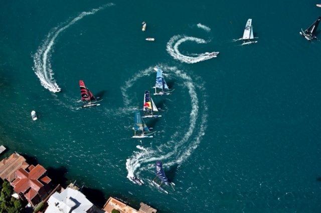 極速帆船錦標賽Extreme Sailing Series是世界上最優秀的選手互相的激烈競賽,刺激的水上戰鬥就在城市的海岸線開戰。每一場賽事持續至少四天,急遽和激烈的比賽持續10-15分鐘,速度最快能接近65 公里/小時。