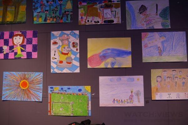 偏鄉的學童繪出他們內心最真實的夢想,讓他們用簡單且充滿童趣的圖像,表達出他們對未來的期望。