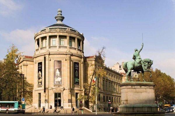 吉美博物館位在巴黎16區,以專門收藏亞洲藝術品聞名,是在亞洲以外,擁有最豐富亞洲藝術收藏的博物館之一。