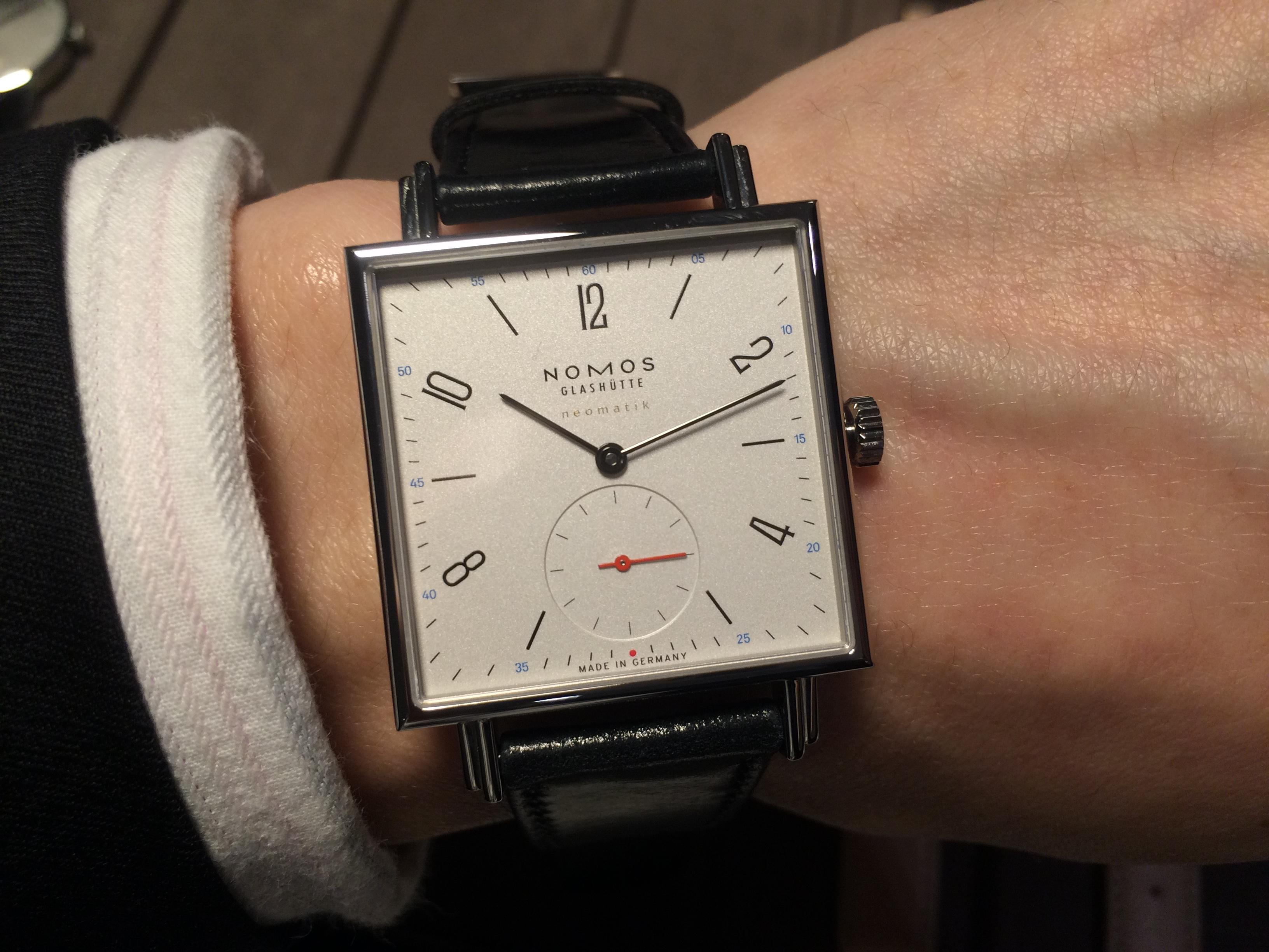 方正有型:Nomos Tetra neomatik腕錶