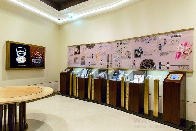 高登鐘錶台北101百達翡麗專賣店設置專區,展示品牌的工藝製錶影片、歷史牆、重要歷史文件以及多媒體互動裝置,讓客戶更深入了解百達翡麗的品牌歷史,以及177 年來的重大製錶成就。
