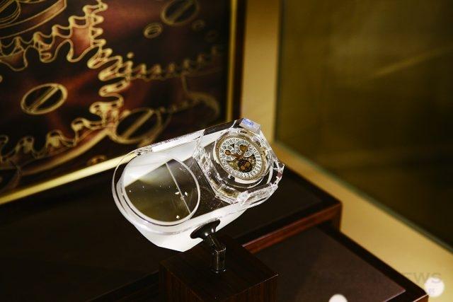高登鐘錶台北101百達翡麗專賣店的VIP 室還附設有微型博物館,展示百達翡麗近年來的發展與作品,比如這枚採用1996 年專利年曆結構的Caliber 324 S QA LU 24H 自動上鍊機芯。