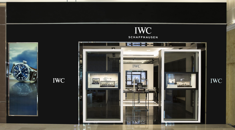 展現男人的夢想:IWC台中大遠百專賣店