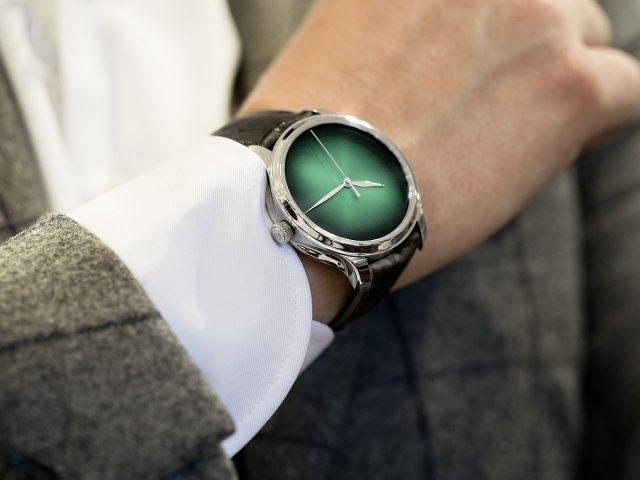 勇創者大三針宇宙綠概念腕錶是為那些緊跟時代脈搏、特立獨行、追尋與眾不同的腕錶的摩登人士打造的古典高級腕錶。