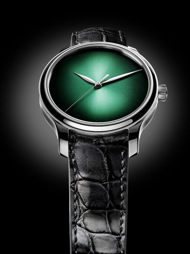 勇創者大三針宇宙綠概念腕錶,編號1343-0211,白金錶款,宇宙綠fumé 煙熏錶盤,迷彩風格鱷魚皮錶帶,限量20枚。