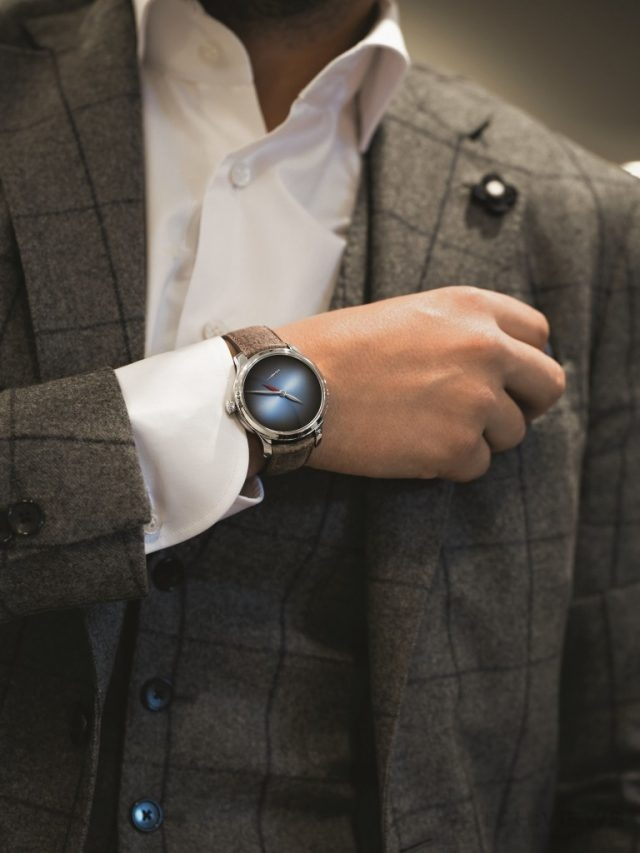 H. Moser & Cie.亨利慕時勇創者兩地時間(Endeavour Dual Time)概念腕錶,擁有兩地時間的功能以及優雅精緻的外觀,同時還保有極簡風格的經典特色。