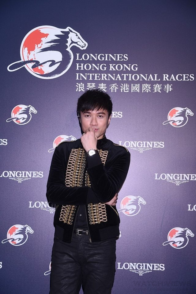 香港歌手古巨基為「浪琴表香港國際賽事」獻唱揭開序幕。