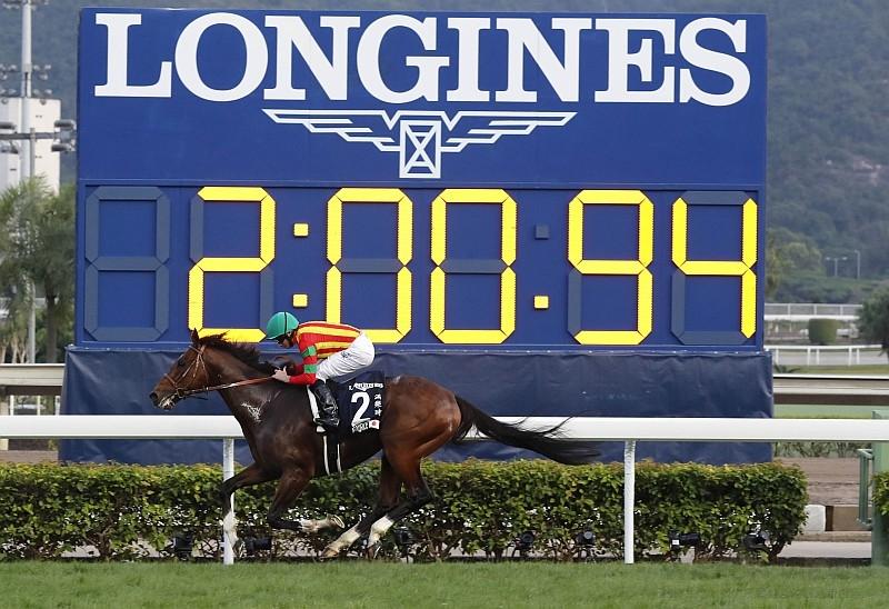精采絕倫的年度馬壇盛事:2016 Longines 浪琴表香港國際賽事策馬奔騰、競速優雅