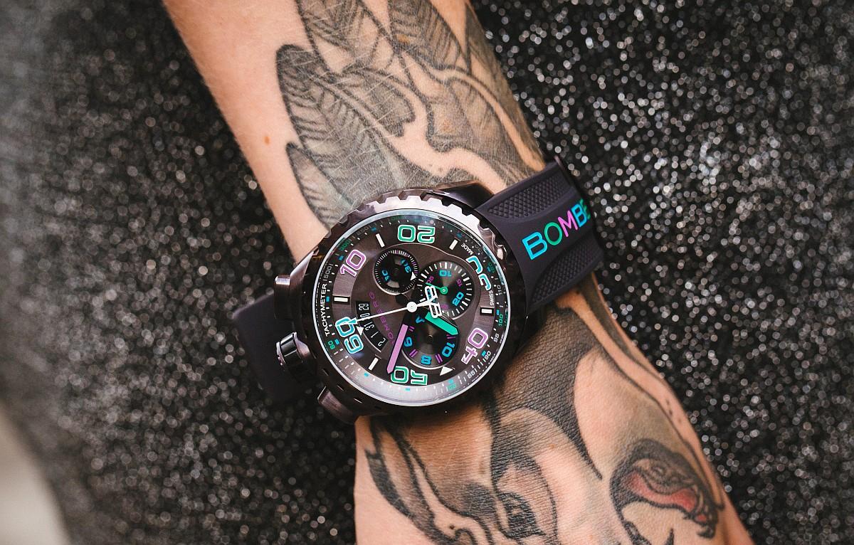 散發耀眼光芒:Bomberg Bolt-68 Chrono Quart–Chroma II晶鑽藍霓虹計時碼錶 & 粉彩霓虹計時碼錶