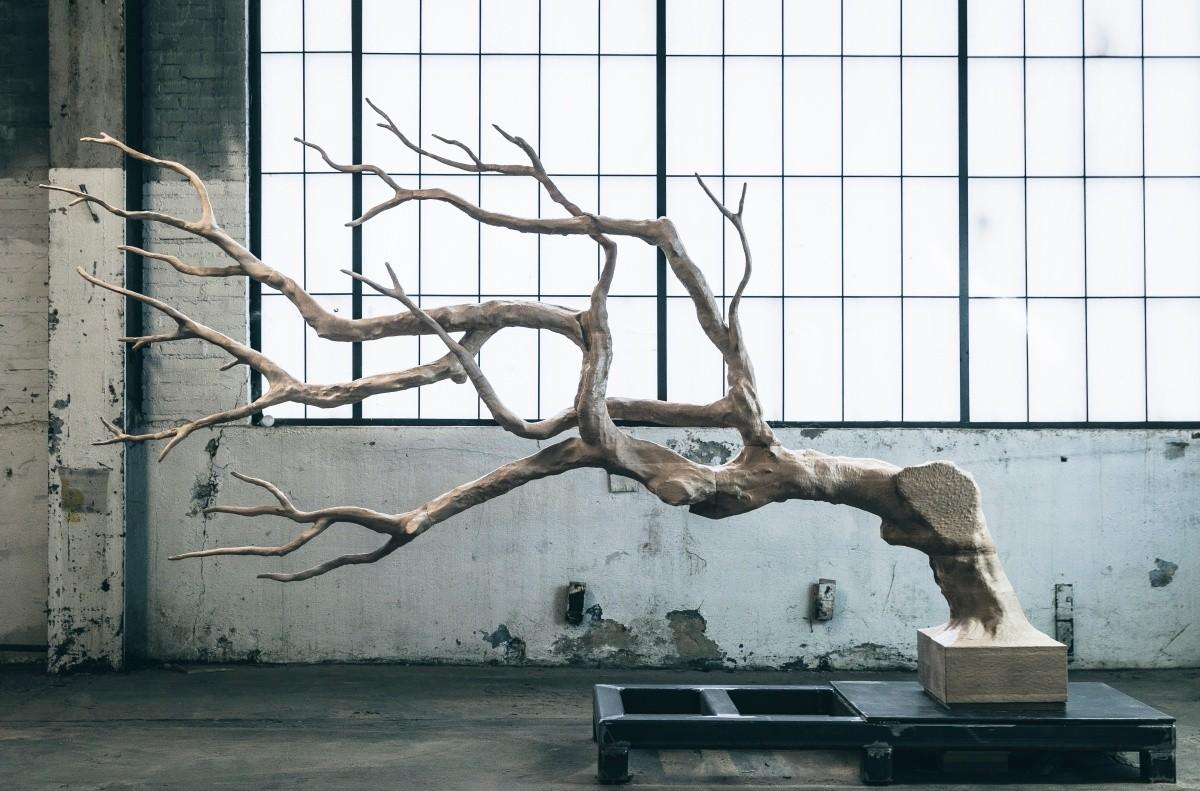 愛彼於2017年巴塞爾藝術展香港展會揭曉塞巴斯蒂安.艾拉祖里茲(Sebastian Errazuriz)設計的全新會客廳以及大型雕塑作品
