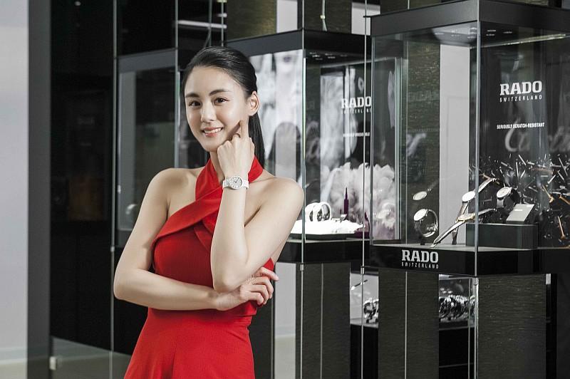 宋紀妍大讚Rado雷達表最懂媽咪心,愛上輕盈耐刮陶瓷錶 24小時不離身
