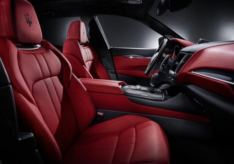 Levante S Sport備有頂級皮革包覆內裝與附12向電動調整的運動化座椅