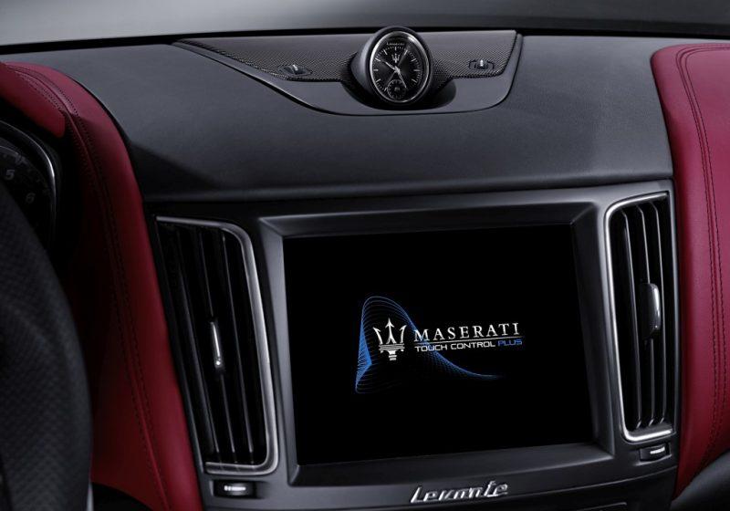 Levante S Sport中控台備有8.4吋的Maserati Touch Control Plus整合式資訊觸控螢幕,能結合Apple CarPlay連結功能