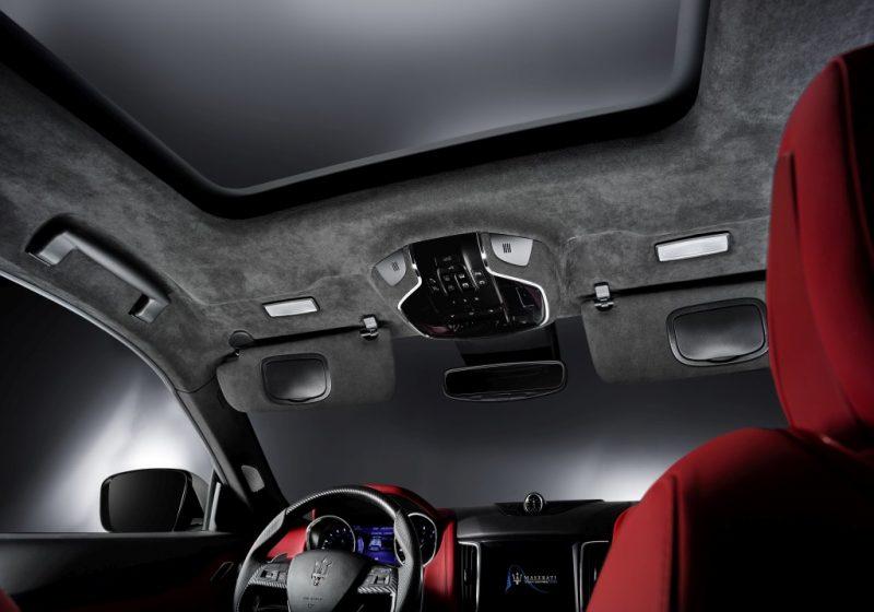 Levante S Sport全車系標配的全景式電動天窗,為車室帶來明亮的採光與毫無壓迫的乘坐感受