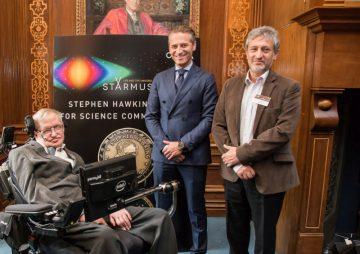 OMEGA 為史蒂芬·霍金STEPHEN HAWKING科學傳播獎得主打造專屬超霸腕錶