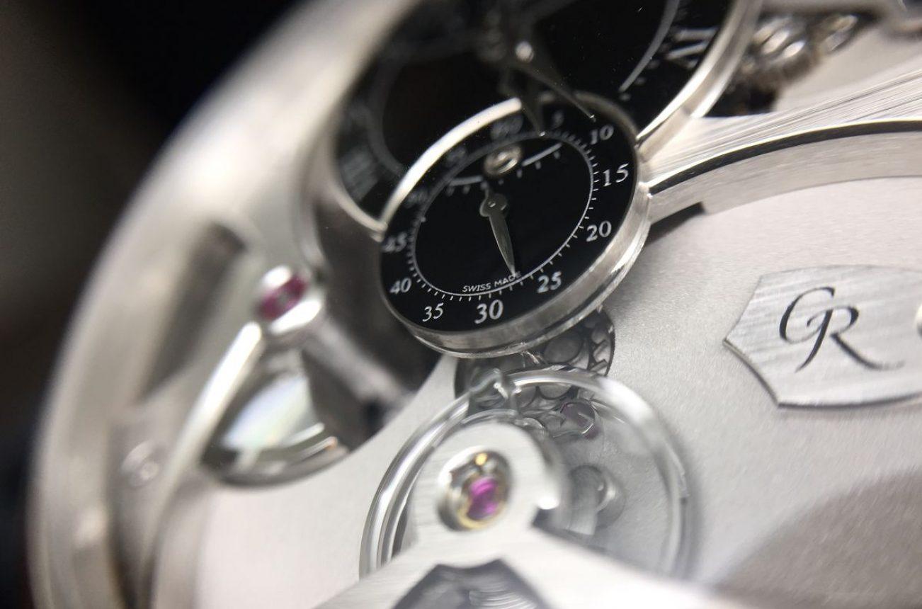 將擒縱系統置於錶盤是Romain Gauthier的特色之一。