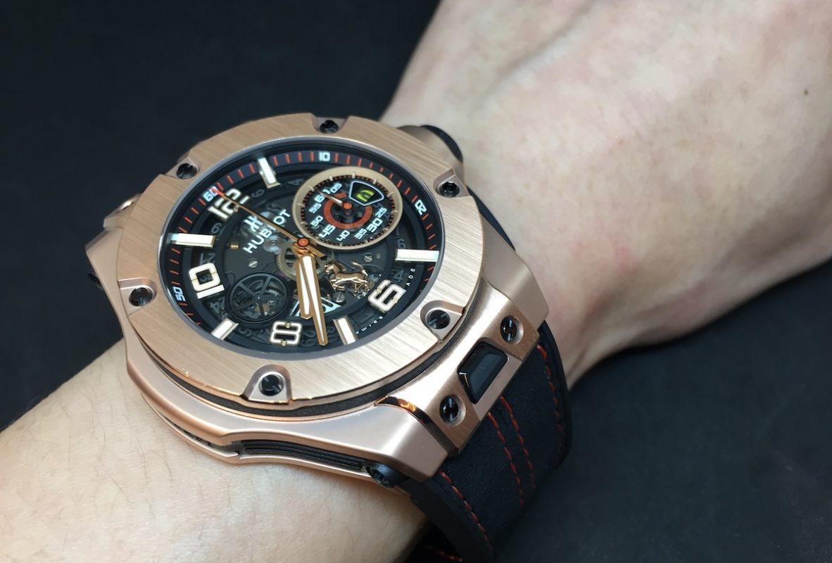 Big Bang Ferrari腕錶,King Gokd皇金錶殼,錶徑45毫米,時、分、小秒針、日期、飛返計時碼錶,Unico自動上鍊機芯,動力儲存72小時,藍寶石水晶玻璃鏡面及底蓋,防水100米,橡膠錶帶,限量500只,參考售價:NTD 1,305,000。