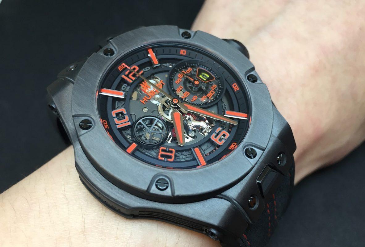 Big Bang Ferrari腕錶,金屬質感碳纖維錶殼,錶徑45毫米,時、分、小秒針、日期、飛返計時碼錶,Unico自動上鍊機芯,動力儲存72小時,藍寶石水晶玻璃鏡面及底蓋,防水100米,橡膠錶帶,限量500只,參考售價:NTD 880,000。