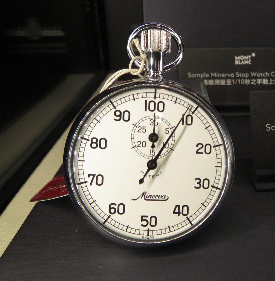 Minerva Stop Watch COM1402手動上鍊碼錶,精確度至1/5秒。