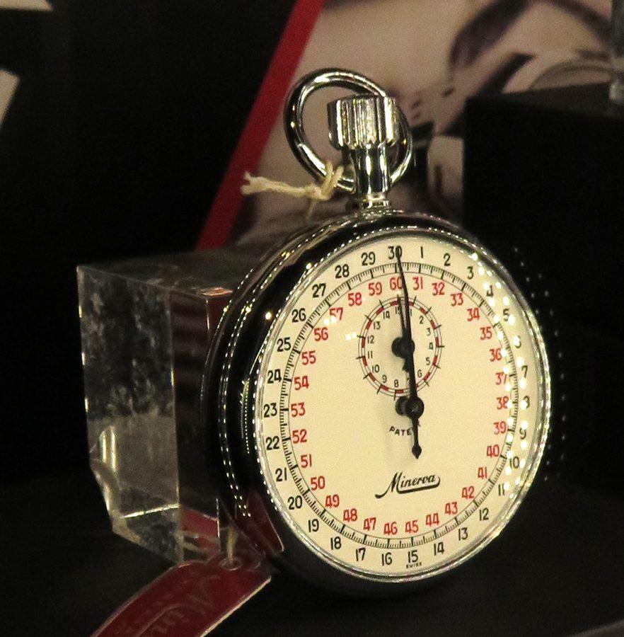 Minerva Stop Watch COM1404手動上鍊碼錶,精確度至1/10秒。