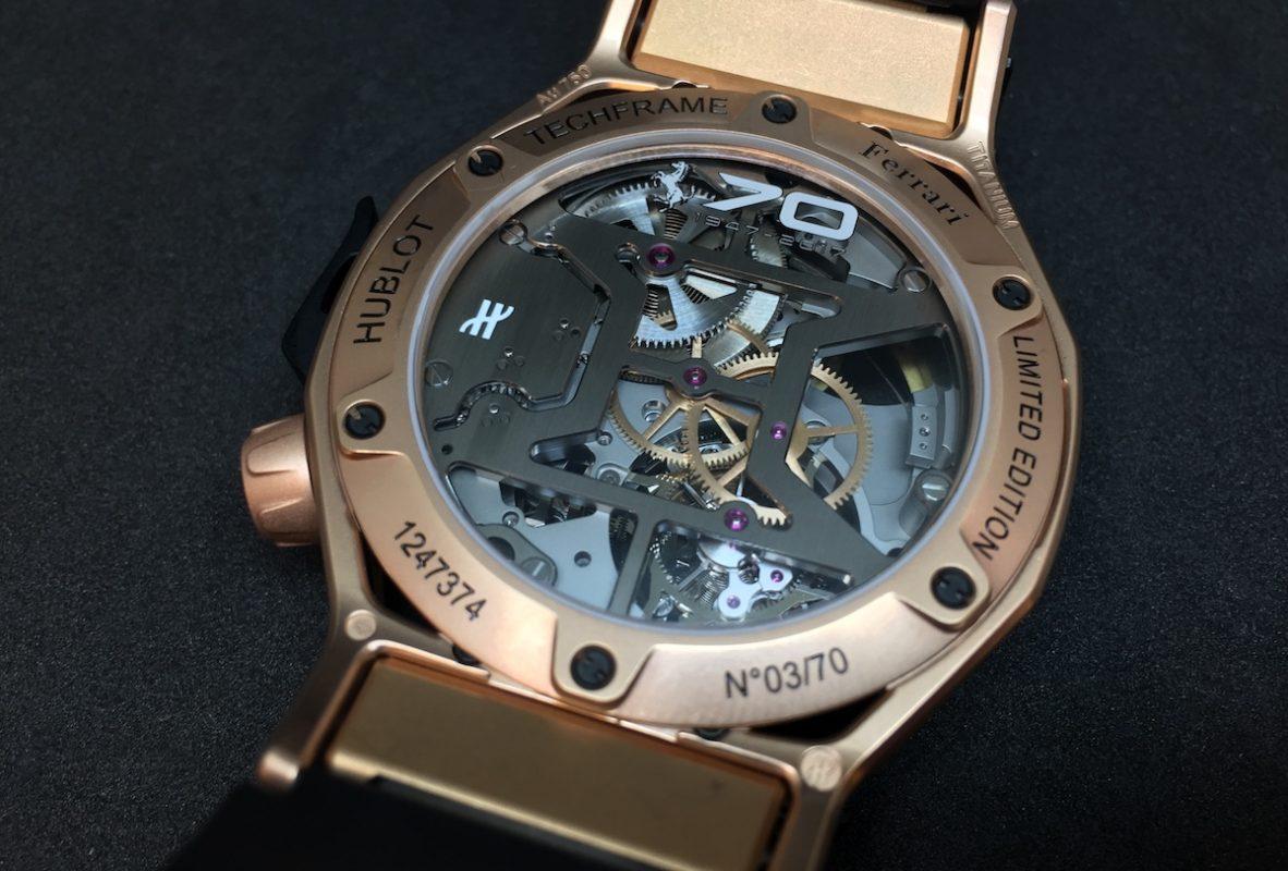 搭載Hublot自製陀飛輪計時碼錶機芯,橋板特別以「H」形呈現。