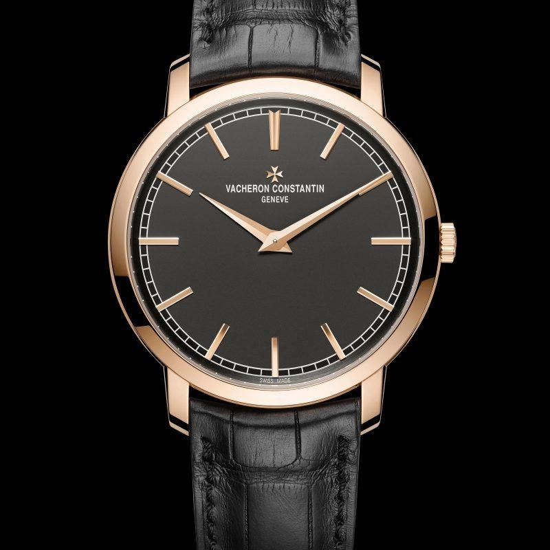 <strong>Traditionnelle超薄自動上鍊腕錶</strong><br>18K 5N粉紅金錶殼,直徑41毫米,深岩灰色乳光錶盤,小時、分鐘顯示,1120自動上鍊機芯,動力儲存40小時,黑色密西西比鱷魚皮錶帶。