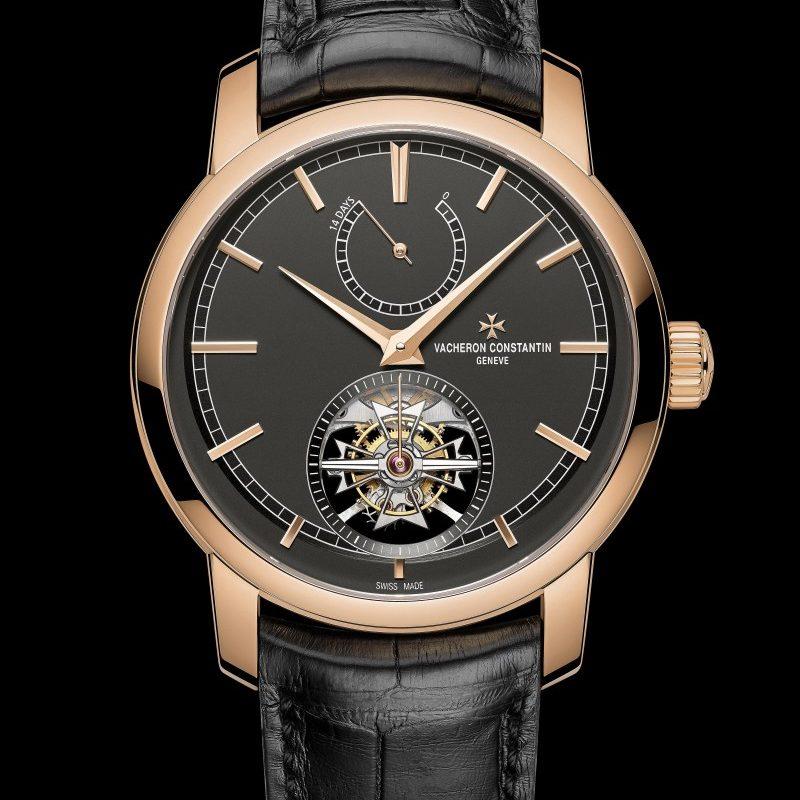 <strong>Traditionnelle 14天陀飛輪腕錶</strong><br>18K 5N粉紅金錶殼,直徑42毫米,深岩灰色乳光錶盤,小時、分鐘、小秒針位於陀飛輪框架上、陀飛輪、 動力儲存顯示,2260手上鍊機芯,動力儲存336小時,黑色密西西比鱷魚皮錶帶,限量10只。