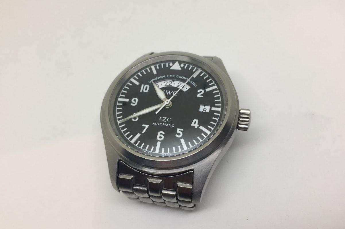 型號IW325102的飛行員UTC腕錶。