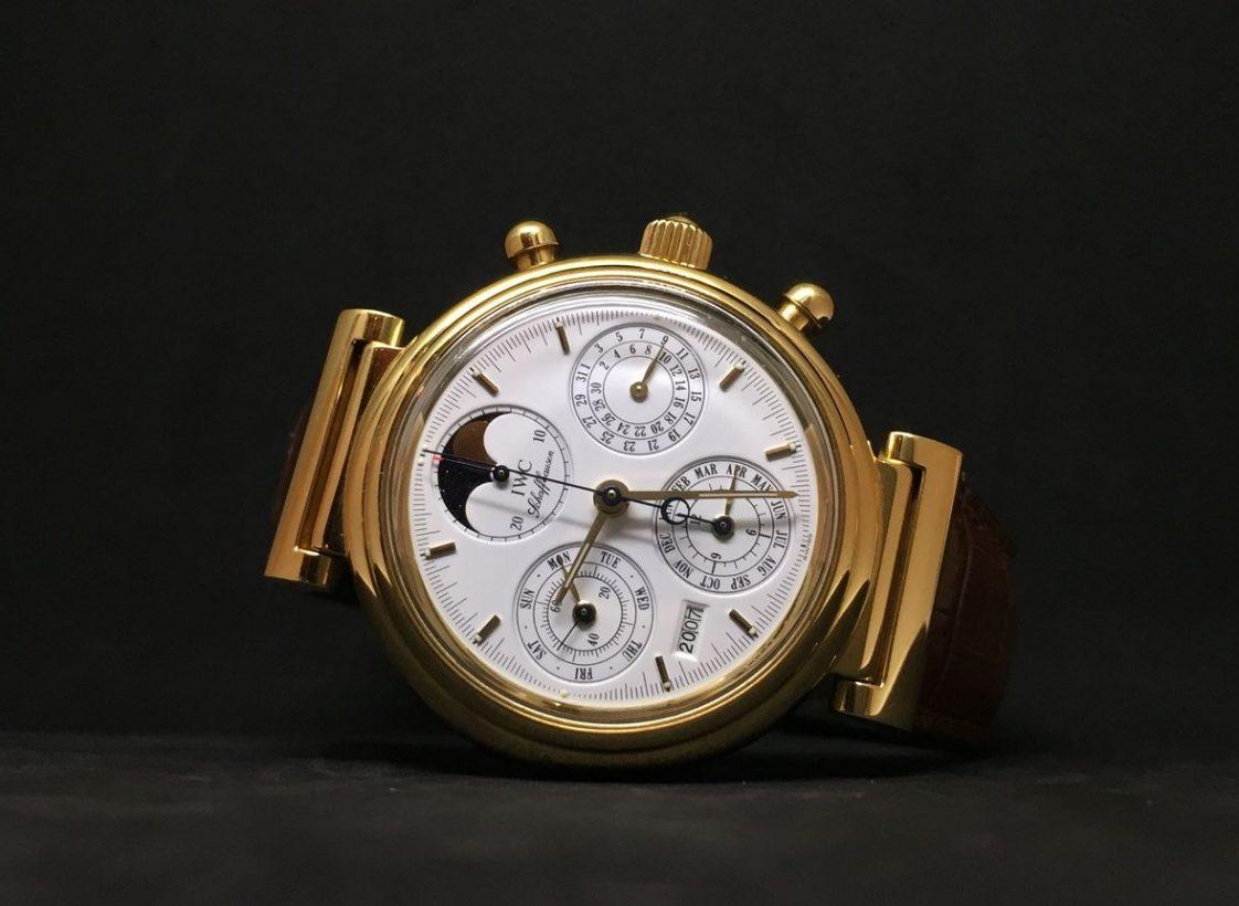 達文西萬年曆計時腕錶,2002年,18K黃金錶殼,時、分、小秒針、日期、星期、月份年份萬年曆、月相、計時功能,79261型自動上鍊機芯。