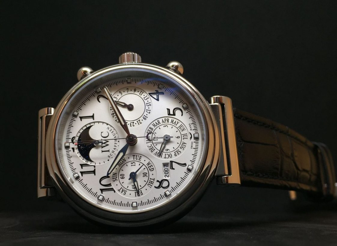 達文西萬年曆腕錶,2004年,不鏽鋼錶殼,時、分、小秒針、日期、月份、年份萬年曆、月相、計時功能,79261型自動上鍊機芯。