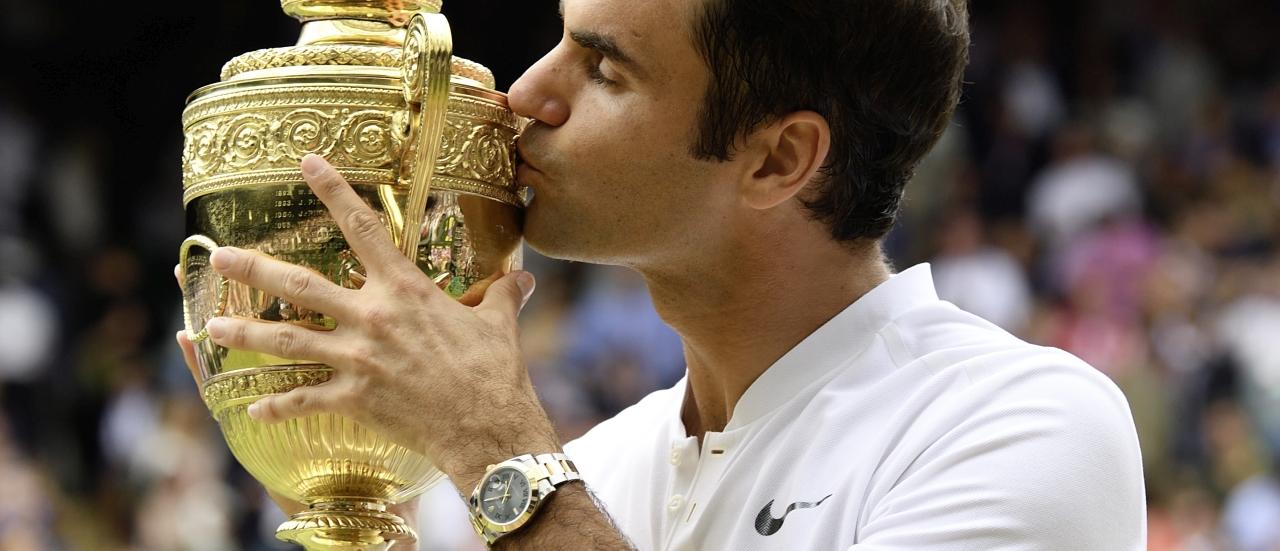 傳奇誕生:羅傑.費德勒佩戴勞力士Datejust 41腕錶親吻溫布頓網球賽冠軍金盃