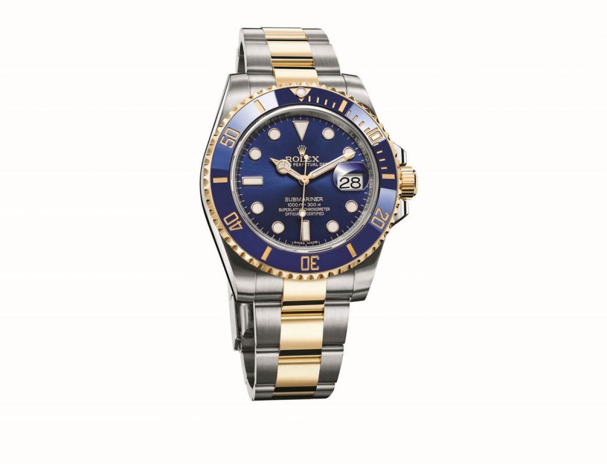 Submariner Date-116613LB,904L不銹鋼及18ct黃金錶殼及鏈帶,陶質單向旋轉錶圈,時、分、秒、日期,3135型自動機芯,藍寶石水晶玻璃鏡面,旋入式錶冠及底蓋,防水300米,參考售價:NTD 403,500。