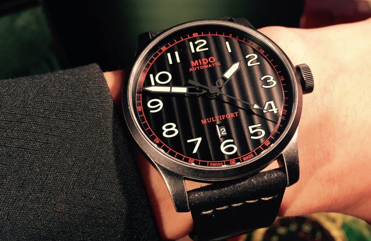 Multifort Escape復刻腕錶-黑色錶盤款,PVD不鏽鋼錶殼,錶徑44毫米,時、分、秒、日期、夜光指針及時標,Caliber 80自動上鍊機芯,動力儲存80小時,藍寶石水晶玻璃鏡面,透明底蓋,防水100米,皮革錶帶,參考售價:NTD 29,100。