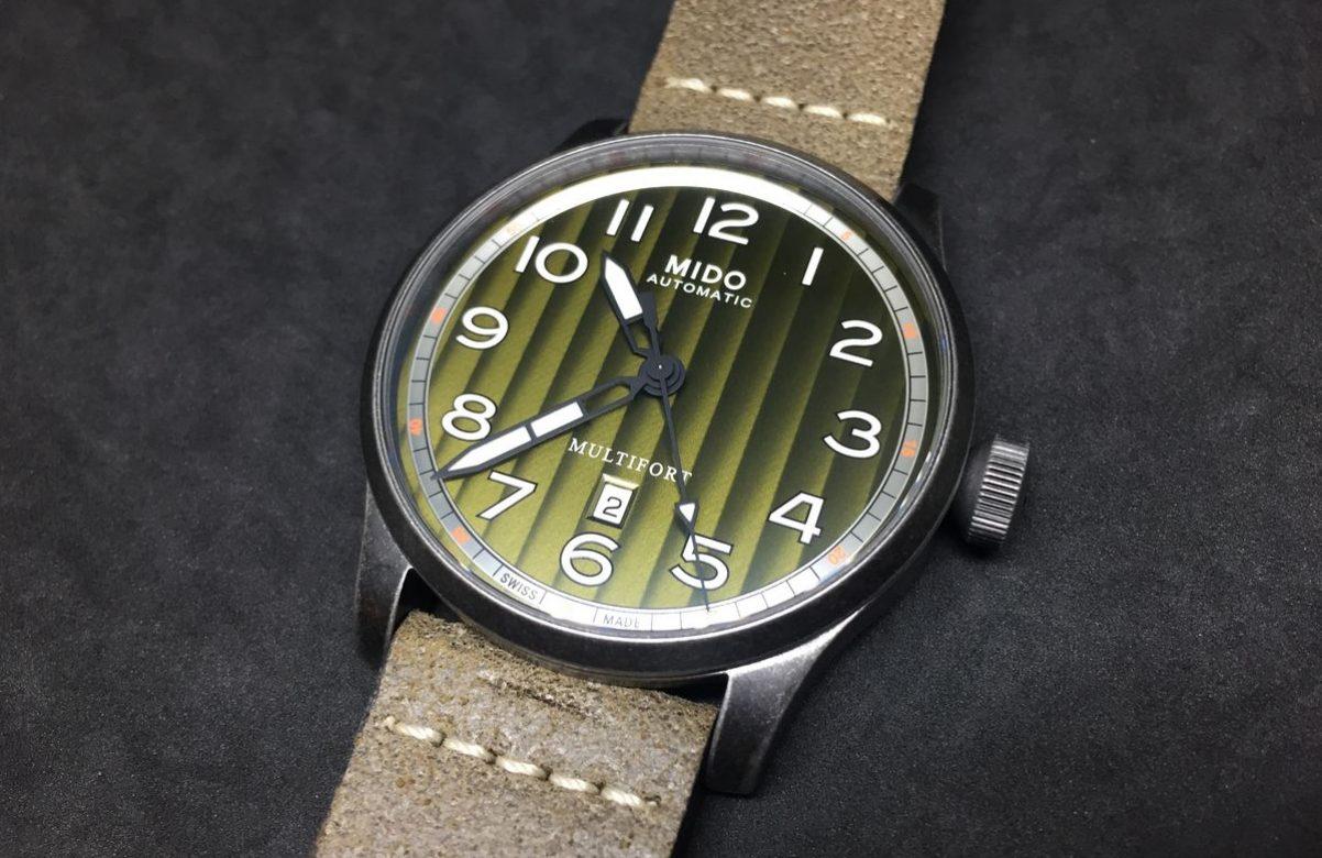 Multifort Escape復刻腕錶-綠色錶盤款,PVD不鏽鋼錶殼,錶徑44毫米,時、分、秒、日期、夜光指針及時標,Caliber 80自動上鍊機芯,動力儲存80小時,藍寶石水晶玻璃鏡面,透明底蓋,防水100米,皮革錶帶,參考售價:NTD 29,100。