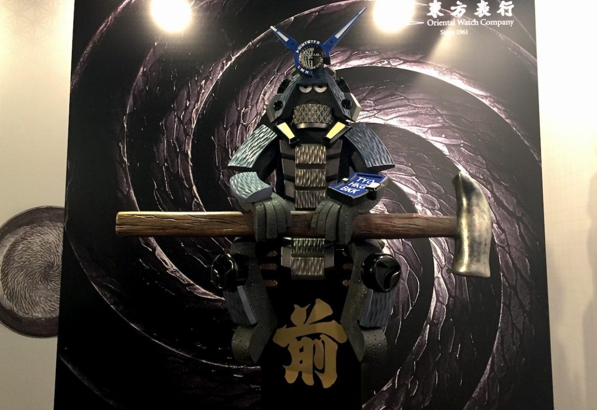 香港公仔教父Michael Lau為Casio創作的大型武士公仔,以G-SHOCK MRG-G2000HT為靈感,融入各項腕錶元素。