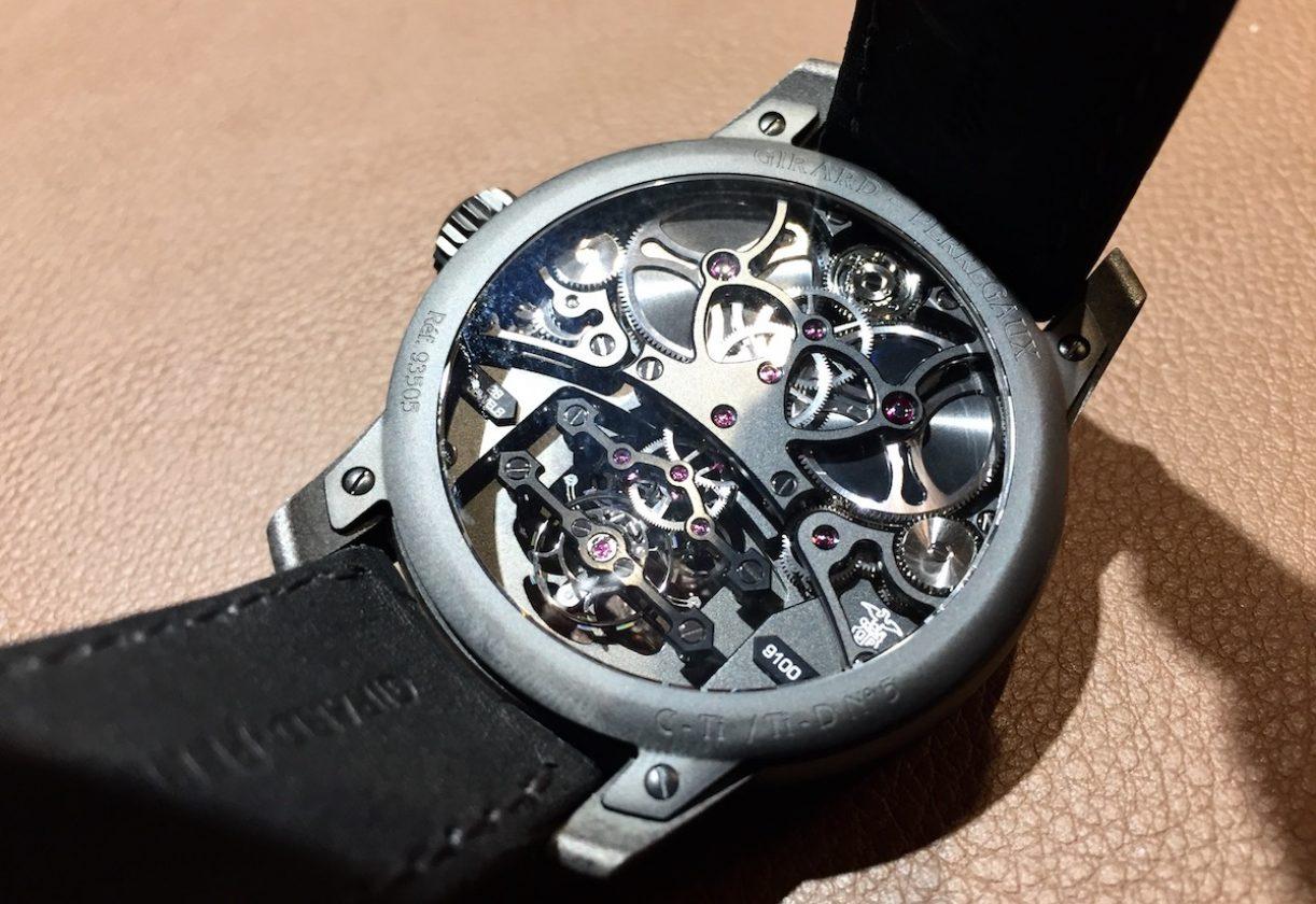 由底蓋欣賞機芯結構也是玩錶的一大樂趣。