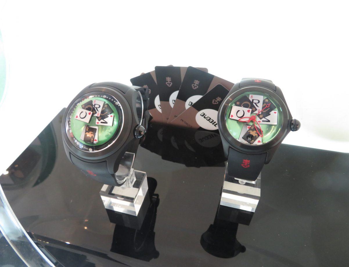 不論是大三針或是圓形鏤空指針的Bubble Poker 超大泡泡系列鈦金屬腕錶,都能重現撲克牌桌上的生動畫面。