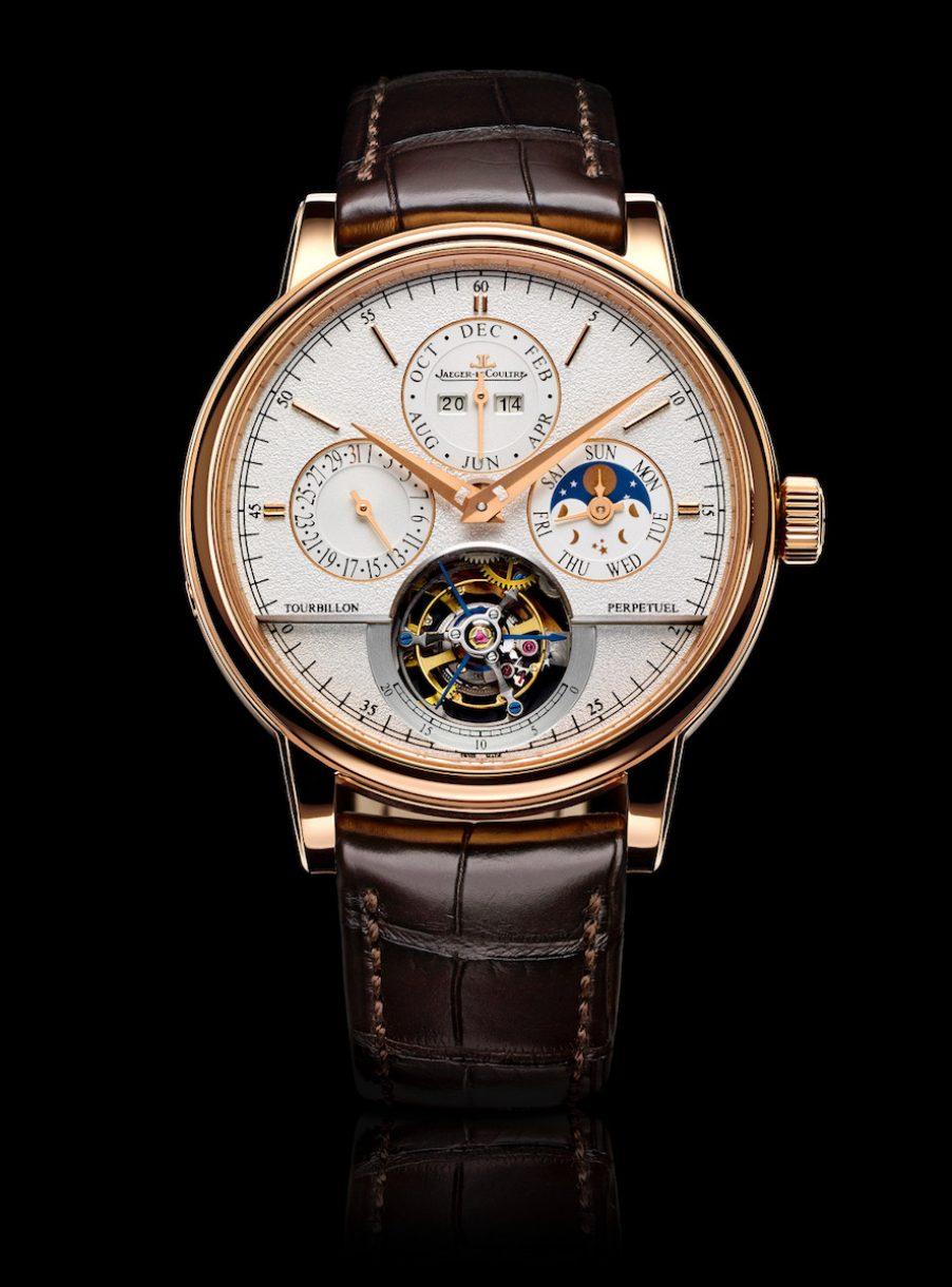 Jaeger-LeCoultre 積家 超卓傳統萬年曆圓柱遊絲陀飛輪大師系列腕錶,參考售價 NTD 4,040,000。