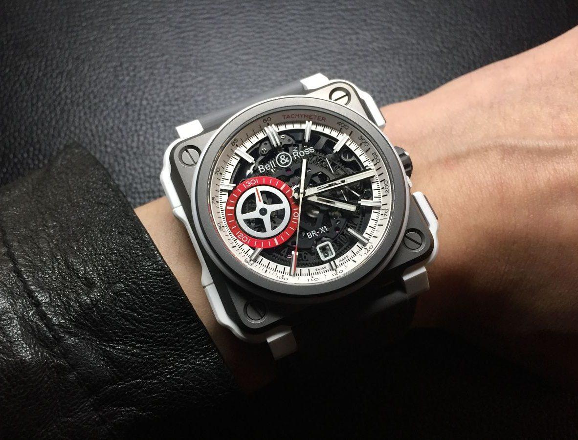 BR-X1 White Hawk,鈦金屬錶殼,白色陶瓷外框,錶徑45毫米,時、分、小秒針、日期、計時碼錶、夜光指針及時標,BR-CAL. 313自動上鍊機芯,藍寶石水晶玻璃鏡面,防水100米,小牛皮內襯橡膠錶帶,限量250只,參考售價:NTD 667,200。