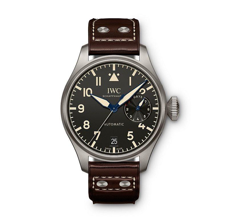鈦金屬大型飛行員傳承腕錶,型號IW501004,建議售價NTD439,000。