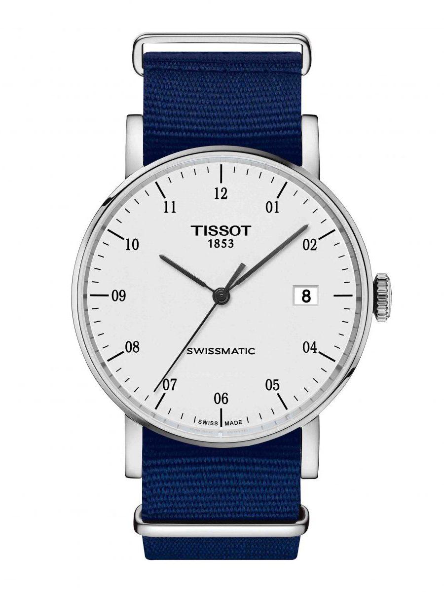 天梭表 Everytime Swissmatic魅時系列自動腕錶白面Nato錶帶款,參考售價 NTD 13,400。