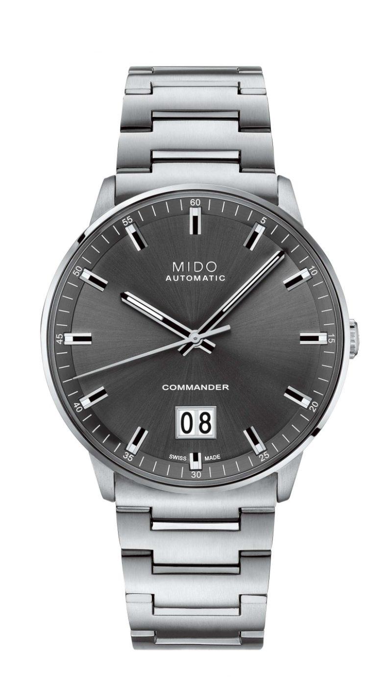 Commander Big Date香榭系列大日期窗腕錶,緞面絲光打磨不鏽鋼錶殼急鍊帶,建議售價NTD30,500。