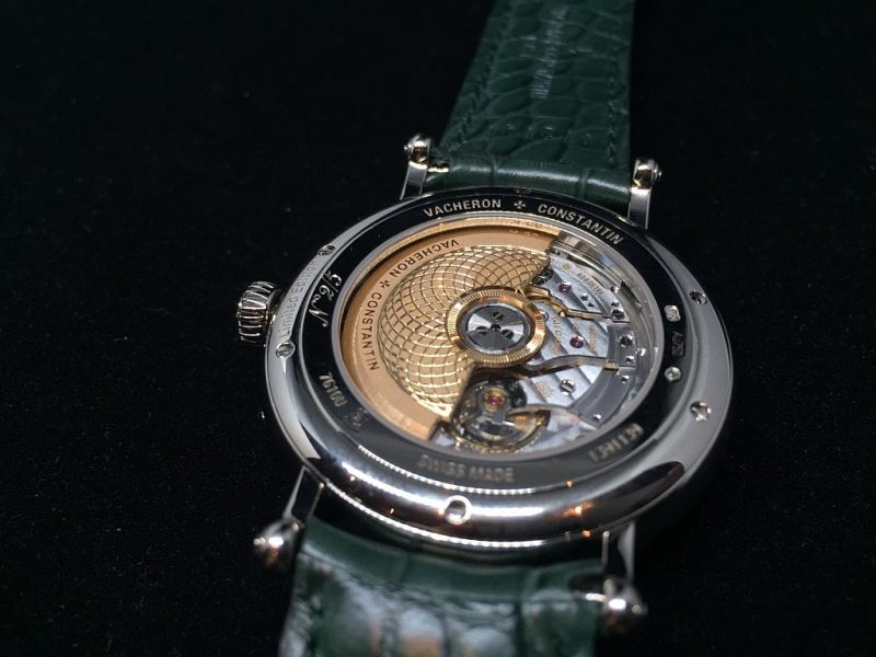 Métiers d'Art藝術大師系列Les Aérostiers熱氣球腕錶搭載2460 G4/1自動上鍊機芯,由江詩丹頓自行研發並製造。
