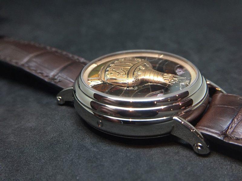 Métiers d'Art藝術大師系列Les Aérostiers熱氣球腕錶的錶殼與面盤都充滿立體感。