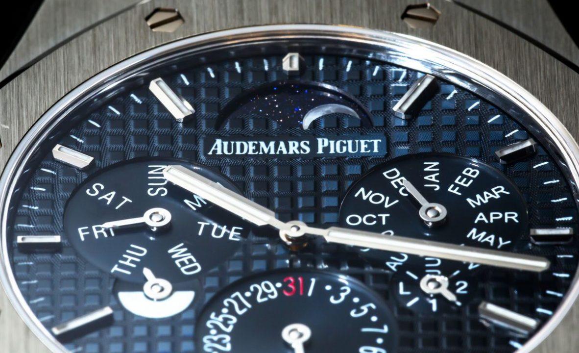 經典Grande Tapisserie大型格紋錶盤搭配青金石月相盤。