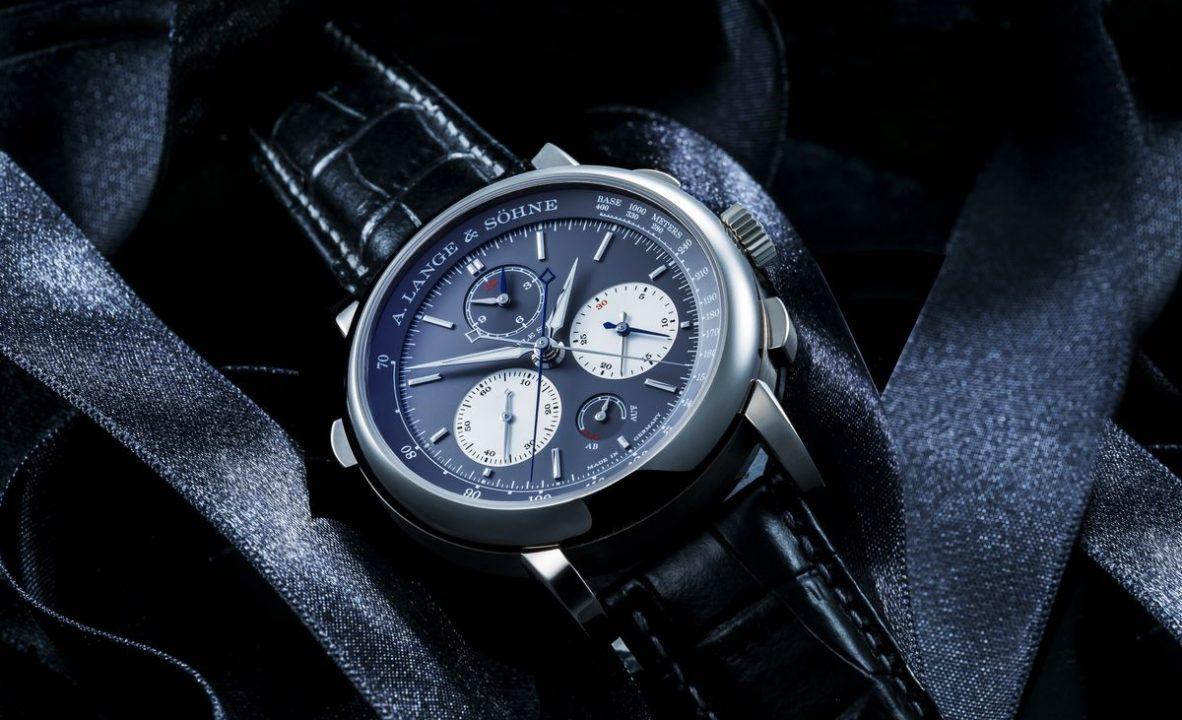 Triple Split三重追針飛返計時碼錶:18K白金錶殼,錶徑43.2毫米,時、分、秒、三重追針飛返計時碼錶、動力儲存顯示,L132.1手動上鍊機芯,動力儲存55小時,藍寶石水晶玻璃鏡面及底蓋, 鱷魚皮錶帶,限量100只,參考售價:歐元139,000。