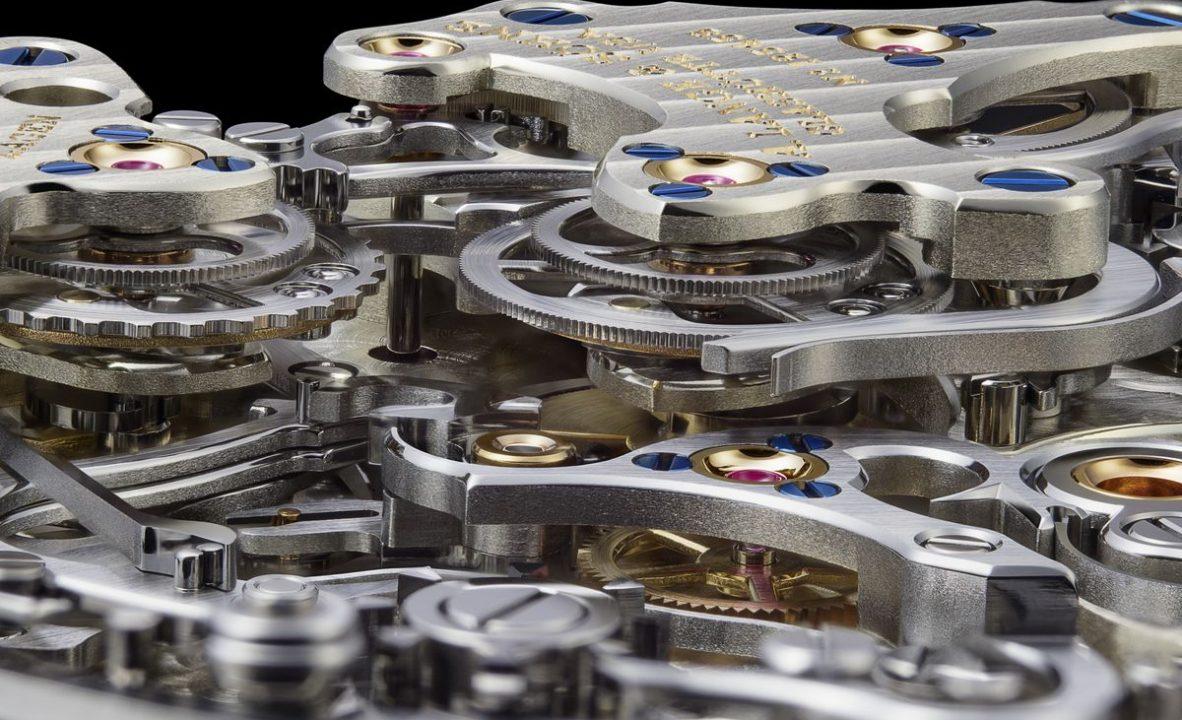 L132.1機芯以十二層結構堆疊而成,搭載小時、分鐘及秒鐘三重追針計時功能,並可做飛返。